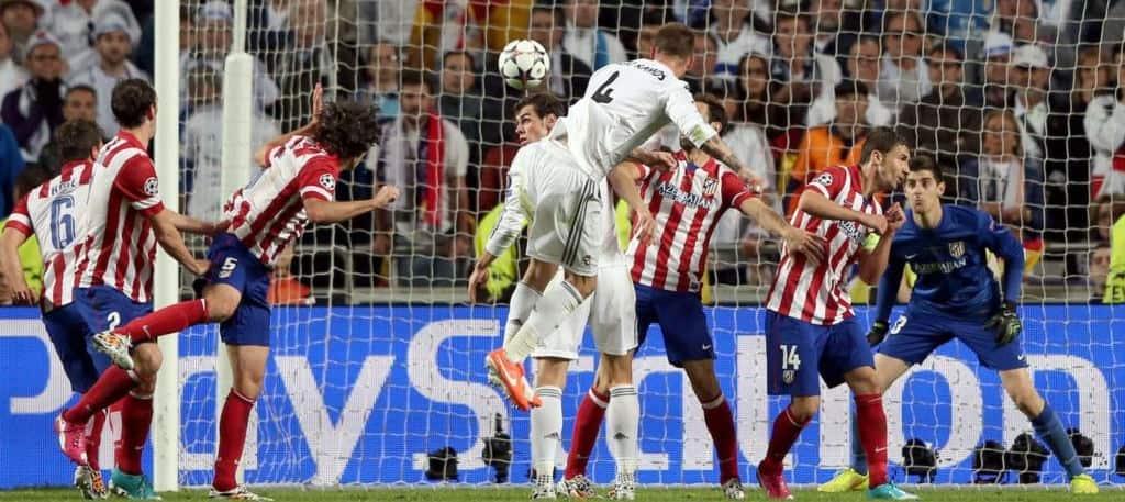 Sergio Ramos rematando