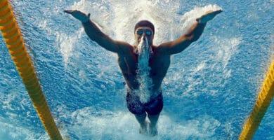 Rafa Munoz bucea en piscina de Budapest
