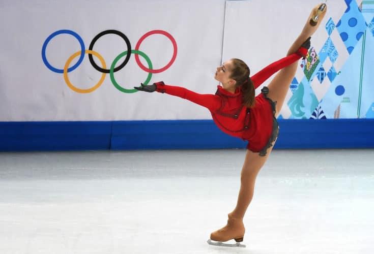 Yulia Lipnitskaya patinaje sobre hielo