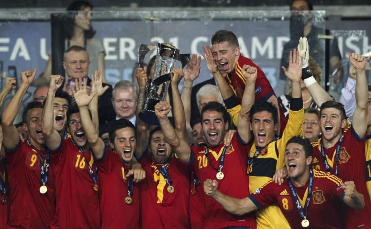 Selección sub21 celebrando un título