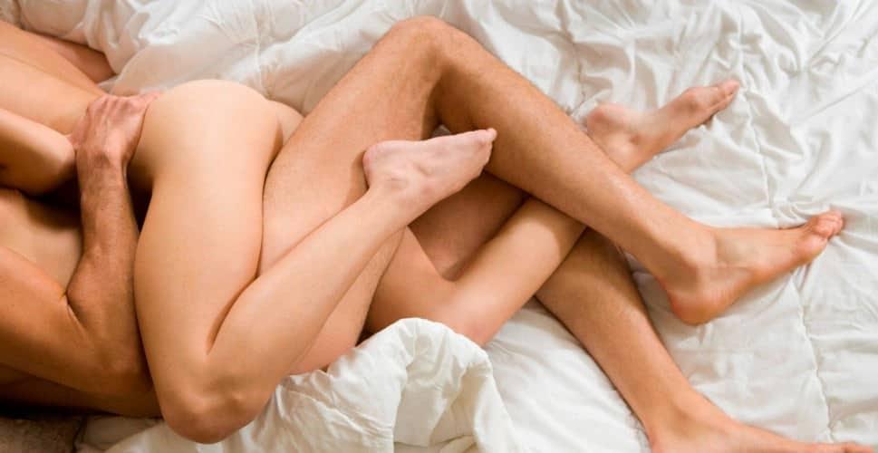 Piernas de una pareja durante el sexo