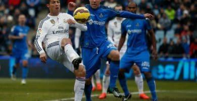 Roberto Lago enfrentándose a Cristiano Ronaldo