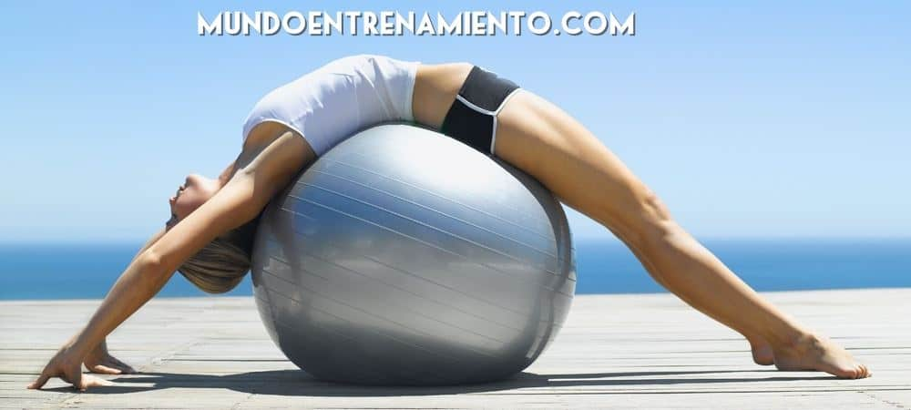 Chica realizando postura de pilates