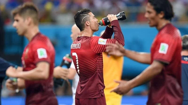 cristian ronaldo bebiendo
