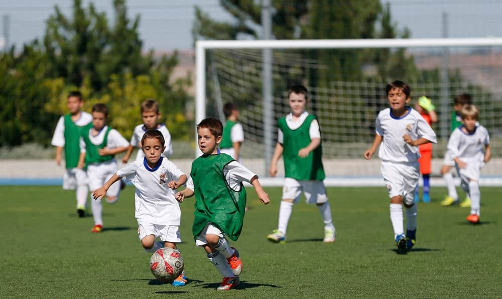 Educar A Los Ninos Mediante El Futbol Mundo Entrenamiento