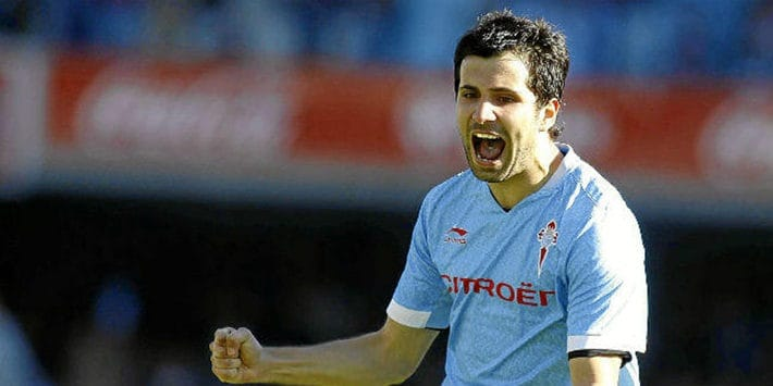 Alex López celebrando un gol