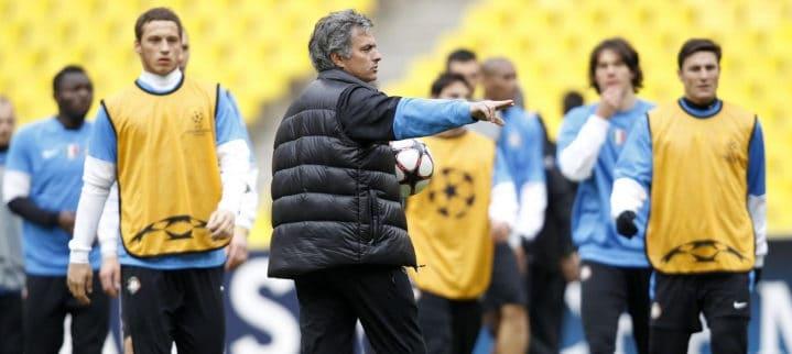 Instrucciones de Mourinho durante un entrenamiento con el Inter