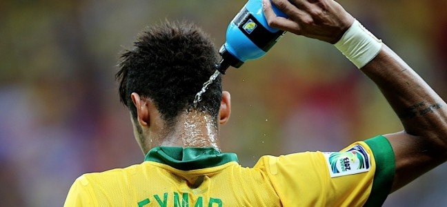 neymar hidratándose