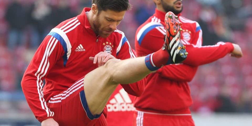 Alonso calentando antes de un partido con el Bayern