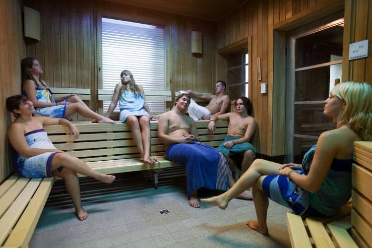 Gente en una sauna