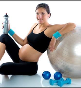 Mujer embarazada descansando