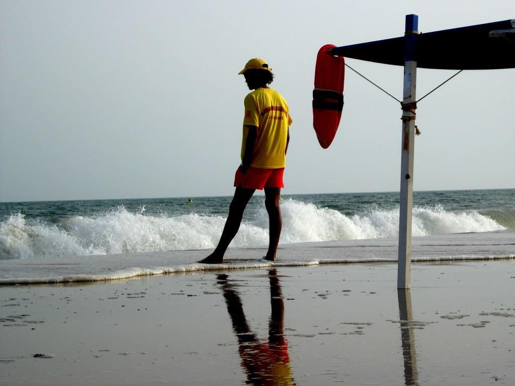Socorrista a pie de playa