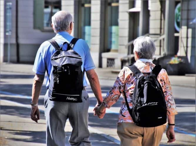 Información sobre consecuencias pulmonares del envejecimiento y beneficios del entrenamiento aeróbico en personas mayores