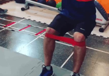 Extensiones de rodilla en posición de media sentadilla. Enfoque RNT.