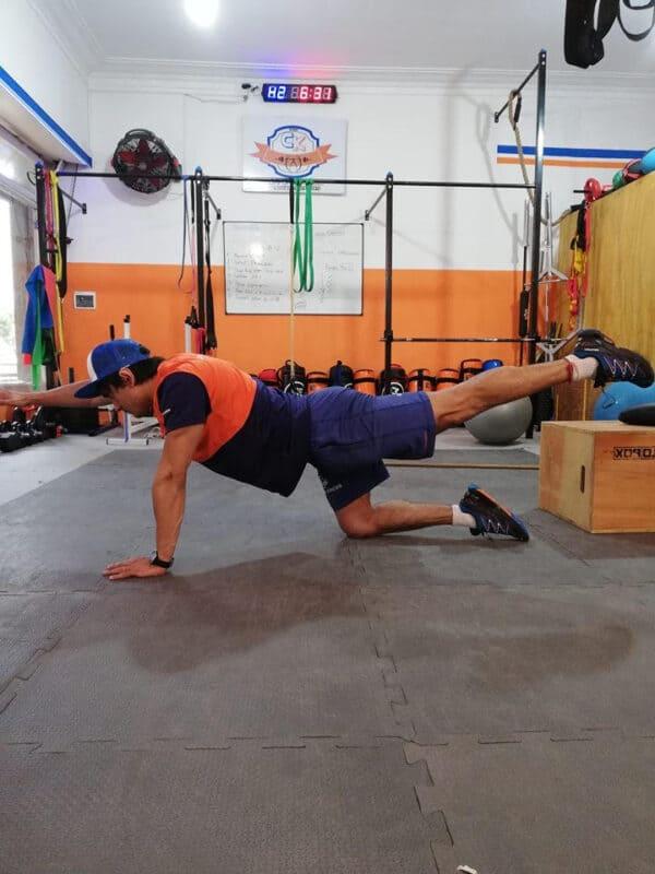 Bird-Dog, ejercicio de anti-flexión de activación.