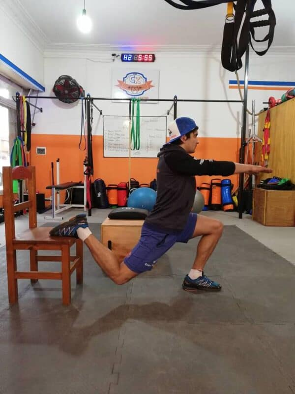 Sentadilla búlgara, ejercicio de dominancia de rodillas unilateral.
