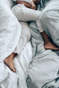 persona durmiendo gracias a la melatonina