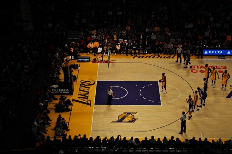 Kobe Bryant lanzando un tiro libre