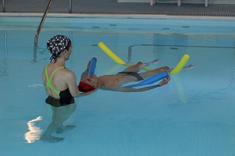 rehabilitación en piscina