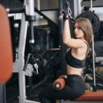 ejercicio jalón al pecho