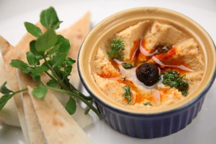 el hummus se puede incluir en el contexto de las meriendas sanas