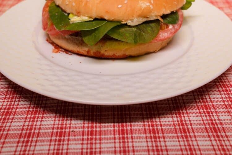 la hamburguesa vegana cuenta con ingredientes con alto contenido en proteínas