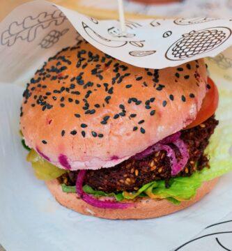 la hamburguesa vegana ayuda a completar el aporte proteico