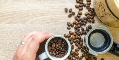 cuánta cafeína tiene el café