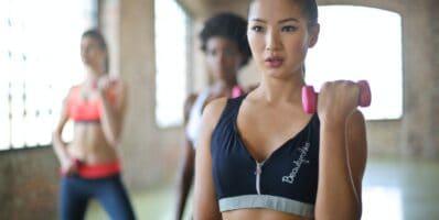 chicas entrenando para incrementar metabolismo basal